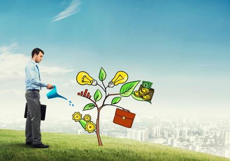 투자 및 금융 성장 개념을 제시하는 잘 생긴 사업가