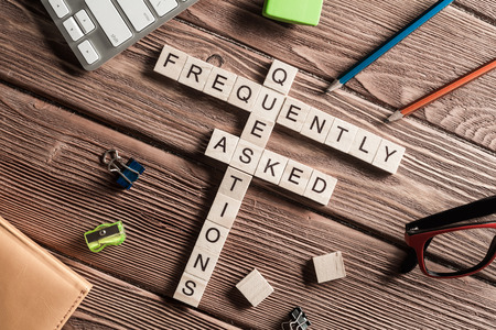 木製キューブのクロスワードで収集されたコンピューターおよび接続の概念の言葉
