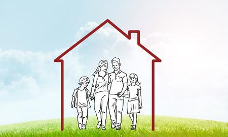 雲の背景に不動産のシンボルとして家の図