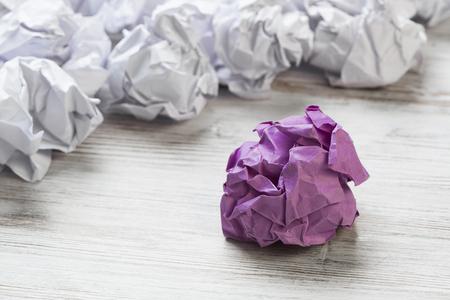 하나의 다채로운와 구겨진 된 종이 공의 집합 스톡 콘텐츠