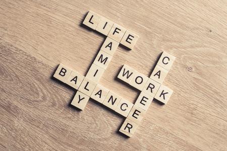 Concepto de armonía y equilibrio entre el trabajo y la familia Foto de archivo - 83212692