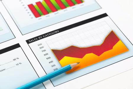 차트 및 성공적인 기업 비즈니스의 상징으로 판매 그래프
