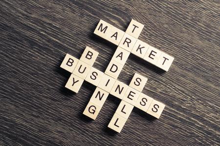 ゲームブロックのクロスワードを集めたマーケティングとビジネスコンセプト
