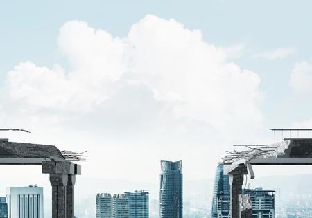 위험 및 백그라운드에서 풍경과 위험의 상징으로 콘크리트 다리에서 격차. 3D 렌더링입니다.