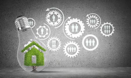 Lightbulb met groen huisteken binnen geplaatst tegen geschetste sociale toestelstructuur op grijze muur. 3D-rendering. Stockfoto