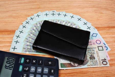 minimum wage: Dinero salario m�nimo nacional polaco