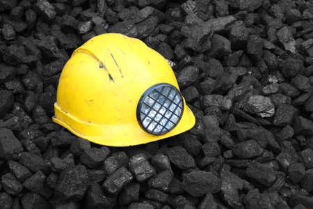 Helmet on top of the coal mining Standard-Bild