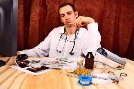 doctor money: Doctor have polish money in doctors office