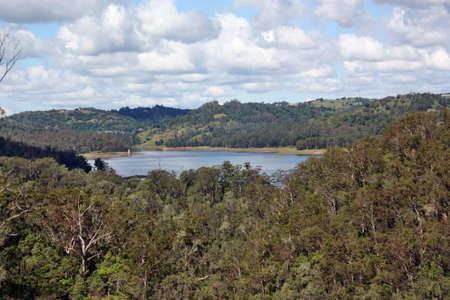 Kondalilla 国立公園、サンシャインコースト、クイーンズランド州、オーストラリアの湖 Baroon のすばらしい眺め