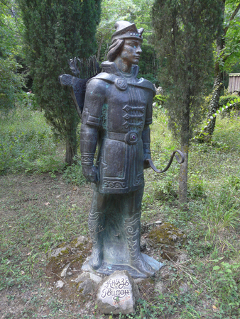 Sculpture of Prince Gwydon in knightly armor, with bow and arrows