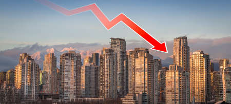A downward trend arrow superimposed over downtown Vancouver, BC, indicating the falling real estate prices in the area. 写真素材