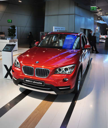 coche: MUNICH, DECEMBER 11: BMW x1 SUV at BMW Car Show on December 11, 2012 in Munich, Germany Editorial