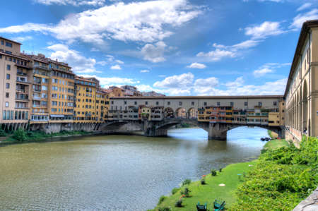 vechio: Famous Ponte Vecchio with river Arno in Florence, Italy