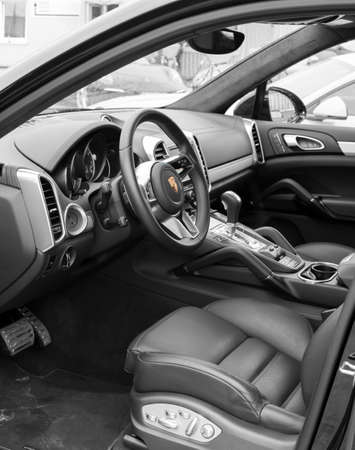 luxus: Deggendorf, Germany - 23. APRIL 2016: interior of a 2016 Porsche Cayenne Turbo SUV during the luxury cars presentation in Deggendorf.