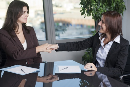 Agreement between real estate agent and buyer  photo