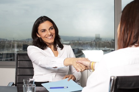 Recruiter shake hands with successful candidate Standard-Bild