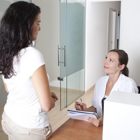historia clinica: recepcionista de hacer una cita en una cl�nica