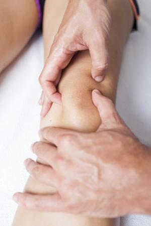 psique: masaje de la rodilla Foto de archivo
