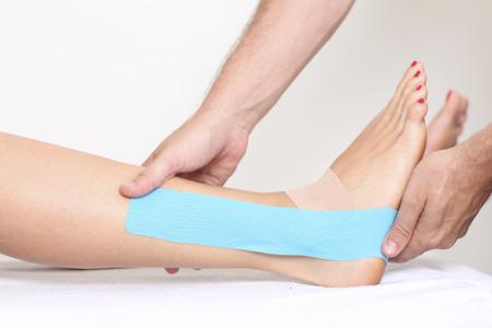Physio bande sur la jambe