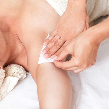 armpit hair: Remove armpit hair