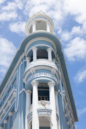 colonial building: Edificio colonial en el centro de Recife en Brasil