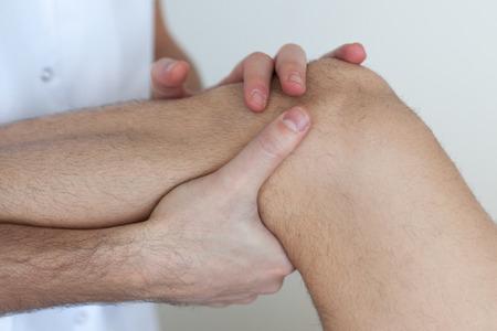 psique: masaje de rodilla