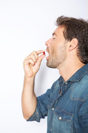 medicamentos: Comer las p�ldoras Foto de archivo