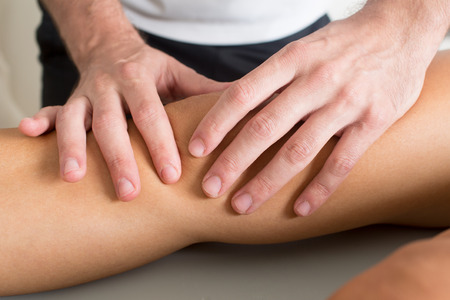 knee massage Banque d'images