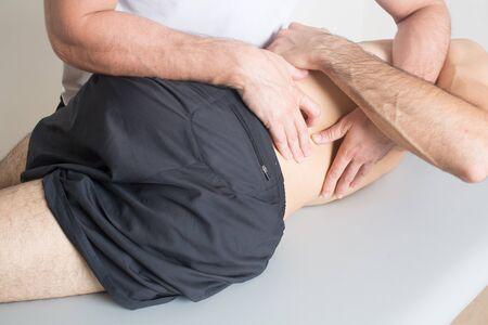 spinal manipulation: manipolazione cervicale Archivio Fotografico