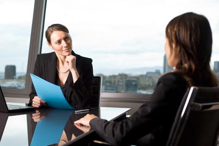 Candidata durante una entrevista de trabajo Foto de archivo