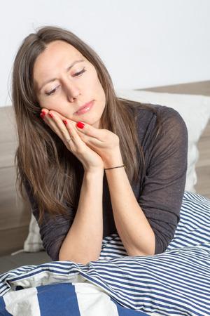 dolor de muela: mujer de dolor de muelas
