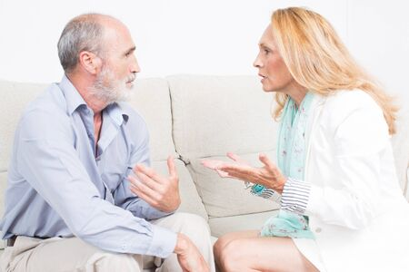 Vrouw wil uitleg van man