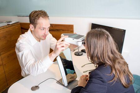 Optician using a pupilometer