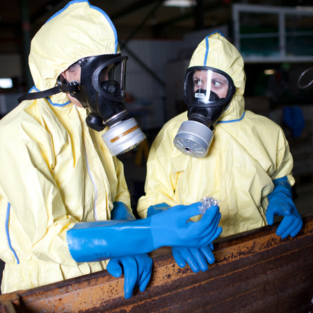 hazard: Experts analyzing infested material with bad protection