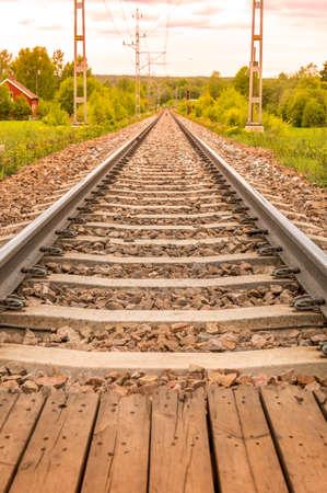 Railroad and railway tracks heading forward. Zdjęcie Seryjne - 92209810