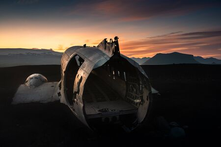 Dakota plane wreck at the sunset. Iceland 版權商用圖片
