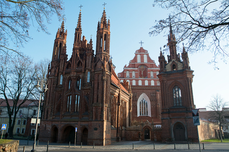 Church of St. Anne and behind Church St. Francis and Bernardine, Vilnius 版權商用圖片