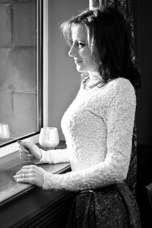 soledad: La soledad Mujer en la ventana