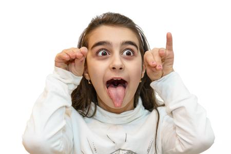 Ritratto di giovane bambina con una smorfia di derisione Archivio Fotografico - 79034381