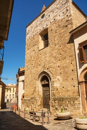Lanciano에있는 성체 성소 성소의 외관과 입구 (이탈리아)