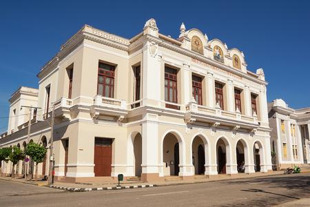 Teatro Terry Tomas nella piazza di Cienfuegos (Cuba) Stock Photo - 93963258