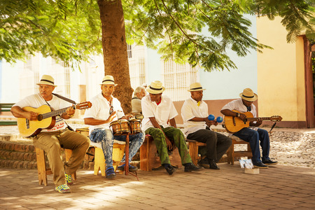 Trinidad, Cuba - 8 december 2017: Musical group that plays Cuban music in the square 報道画像