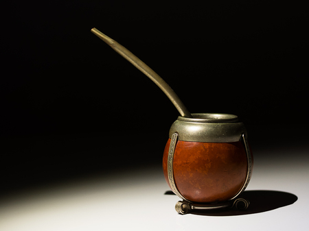 mate with bombilla in hight contrast with background