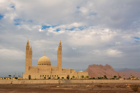 The four minarets and the dome of the new Mosque of Nizwa (Oman) Reklamní fotografie - 123107997