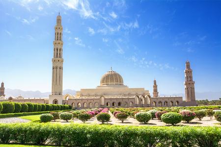 Giardini e la Grande Moschea di Muscat (Oman)