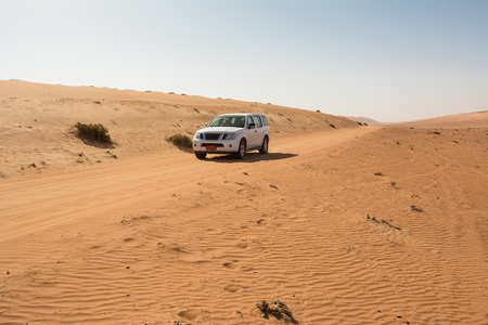 Off-road vehicle on a track in the Wahiba Sand Desert (Oman) Reklamní fotografie