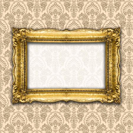Big Old Picture Frame on wooden baclground Standard-Bild - 119387670