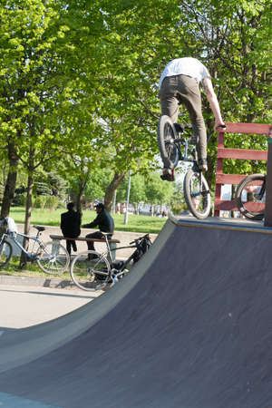 belmonte: Sankt-Petereburg, Russia - May 15 2016: the man is engaged in cycle freestyle on the platform with hills. In St. Petersburg in parks many people are engaged in active sports