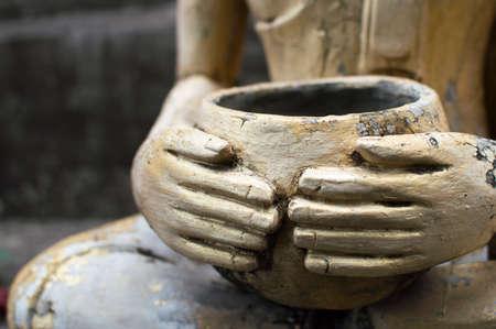 limosna: M�rito monje budista de un cuenco de las limosnas