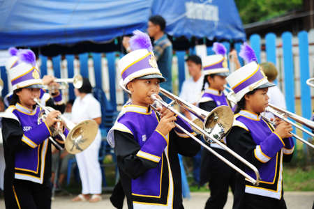 CHIANG MAI, THAILAND - July 03, 2017: Students School Marching Band participating in the Festival for donating money to the temple for publishing Buddhism Parade. 新聞圖片